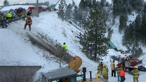 Accident d'autocar en Oregon : l'enquête pourrait être longue | Radio-Canada.ca
