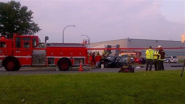 Un grave accident entre un autobus de la Société de transport de Montréal (STM) et deux automobiles a fait deux morts mardi soir dans un quartier industriel de Dorval, près de l'aéroport Pierr...