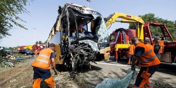 20 Minutes Online - Un bus avec 57 enfants accidenté: 1 mort - Monde