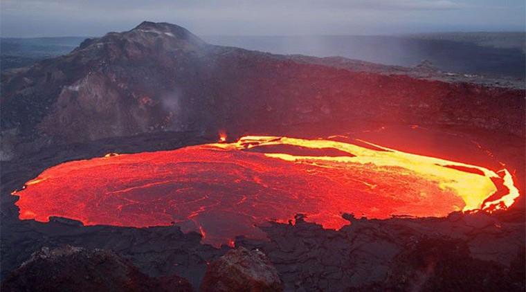 Les impressionnantes images d'un volcan entrant en éruption à Hawaï