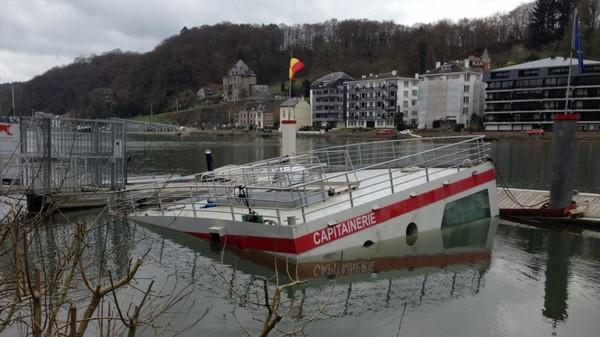 Jambes: la capitainerie du port d'Amée a coulé ce samedi matin