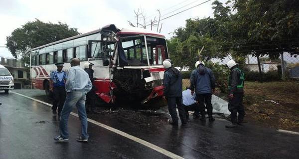 Accident à Pointe-aux-Sables: près d'une vingtaine de blessés à déplorer   lexpress.mu