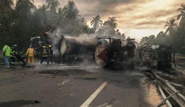 Collision au Mexique entre un camion-citerne et un autocar