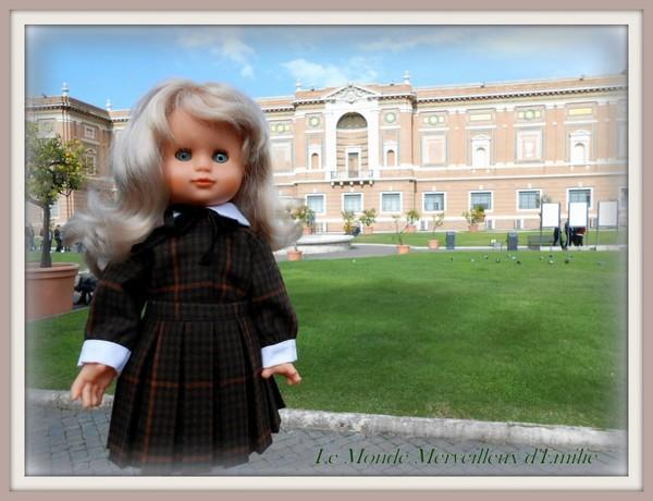 Emilie, à Rome, porte l'ensemble de novembre 1952 - Le Monde Merveilleux d'Emilie