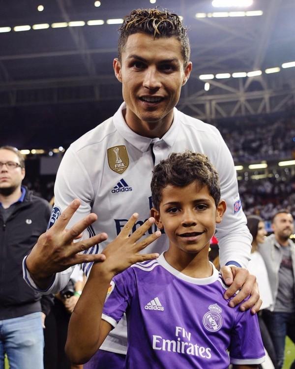 Instagram post by Cristiano Ronaldo • Jun 4, 2017 at 12:30am UTC