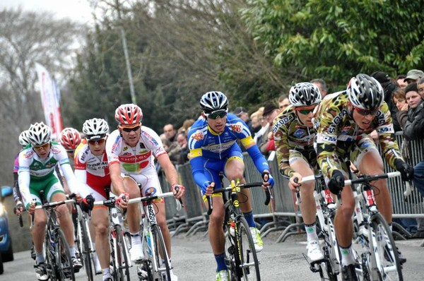 Etienne Fabre (Chambéry CF) a remporté ce samedi la 37e édition du Circuit des 4 Cantons (Elite Nationale), disputée sur 172 kilomètres entre Moulins et Yzeure (Allier).  - (DirectVélo) - Les...