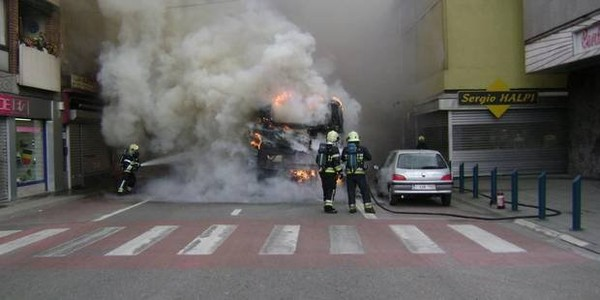 Un bus en feuà Gilly: une blessée