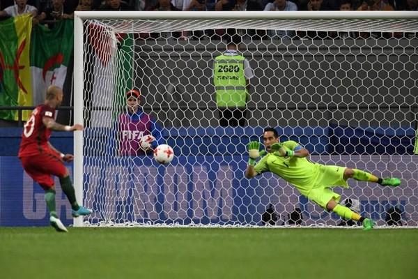 Aksi Heroik Bravo Saat Adu Penalti Sehingga Portugal Tersingkir
