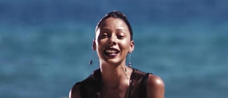 """""""Mec fragile"""", """"pouffe"""" : Nehuda (Les Anges 8) est TRÈS remontée dans son nouveau single (VIDEO)"""