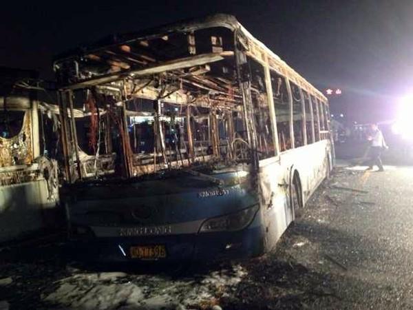 Au moins 42 morts dans l'incendie d'un bus en Chine | L'Hebdo