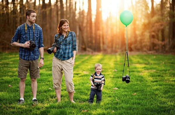 http://www.niceplacevisit.com/amazing-cute-creative-family-portraits-ideas/
