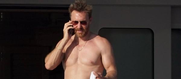 PHOTO – David Guetta, 52 ans, dévoile ses impressionnants abdos - Gala