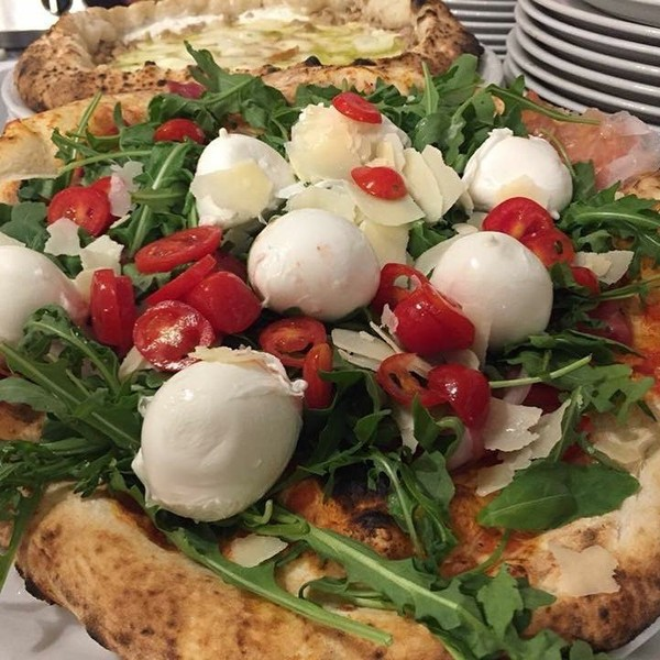 """Gaetano on Instagram: """"Hai mai assaggiato le nostre pizze con i bocconcini di mozzarella di bufala? Non sai cosa ti perdi! ❤ Siamo in Via Manzoni n° 26i a…"""""""