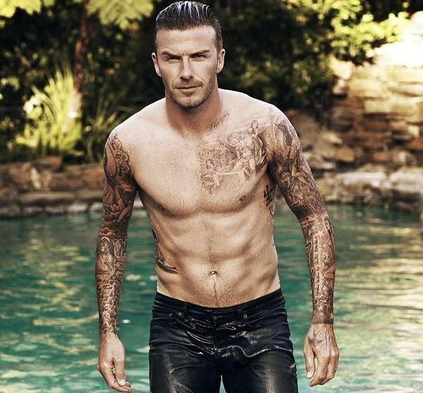 David Beckham se mouille dans l'édition anglaise du magazine ELLE