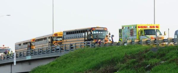 Un vingtaine d'adolescents blessés dans un accident d'autobus scolaires