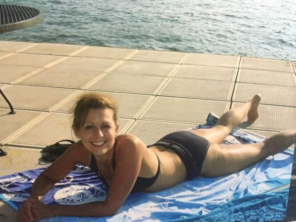 This news anchor's bikini photo is going viral for a great reason ~ Top Story