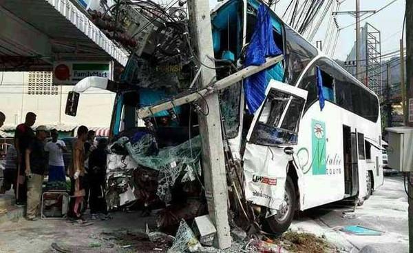 Phuket, deux morts, 26 blessés après l'accident d'un bus sur la colline de Patong