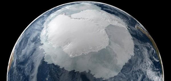 Des scientifiques ont découvert une énorme cavité se développant sous l'Antarctique