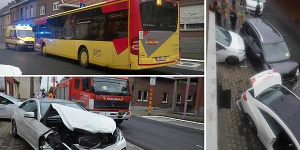 Ath: un bus de la TEC percute six voitures en stationnement