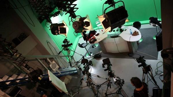 Le nombre de journalistes en France continue à diminuer