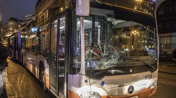 Accident de bus à Bruxelles: un des six piétons fauchés grièvement blessé