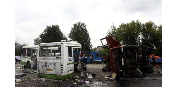 Au moins 18 morts dans une collision camion-bus à Moscou
