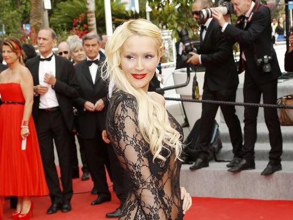 Cannes : La robe transparente de Tatiana Laurens fait sensation