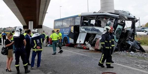 Espagne: un bus s'encastre dans une pile de pont, cinq morts et plusieurs blessés