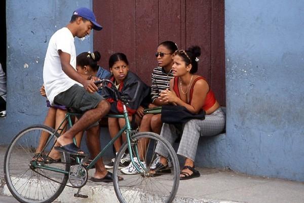 Premiers tours de roues en bus à Cuba
