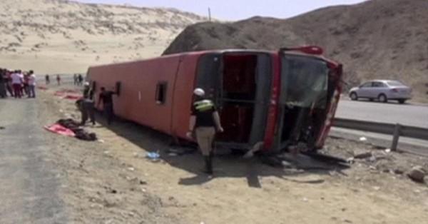 Pérou: au moins douze morts dans un accident de bus