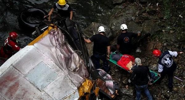 AUTOBUS SE SURVAO U KLISURU: Nesreća u Durangu, 12 osoba poginulo!