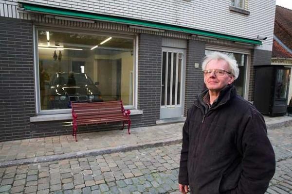 La municipalité lui a refusé le permis de construire d'un garage, mais ils ne s'attendaient pas à cette ruse
