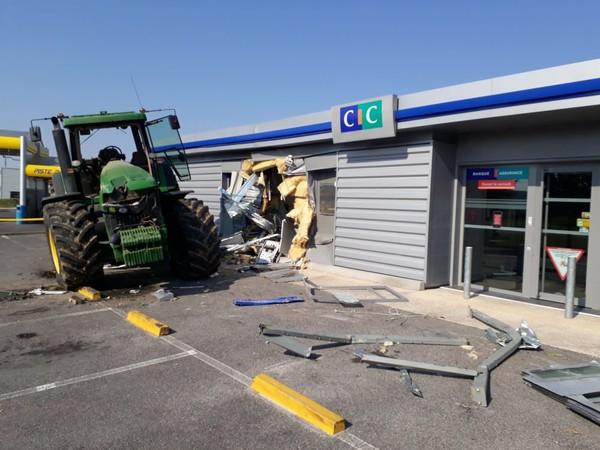 Ils tentent de dérober le distributeur de billets du CIC à Ballancourt-sur-Essonne