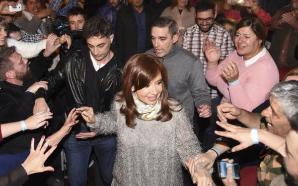 """CFK: """"Perdieron el plebiscito sobre el ajuste, y pretenden manipular el resultado electoral"""""""