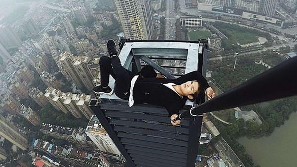 Un jeune chinois qui se filmait au sommet des gratte-ciel fait une chute mortelle