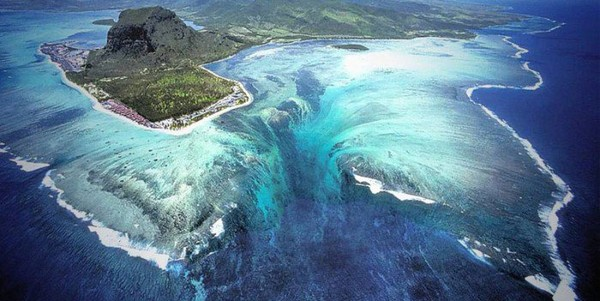 Ile Maurice : L'étonnante illusion d'une cascade sous-marine - CitizenPost