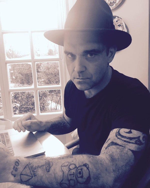 Instagram post by Robbie Williams • Dec 11, 2017 at 3:54pm UTC