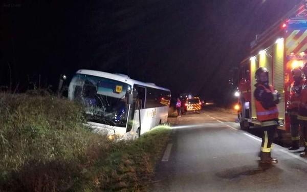 """Accident de car scolaire en Dordogne: """"On a cru qu'on était morts"""""""