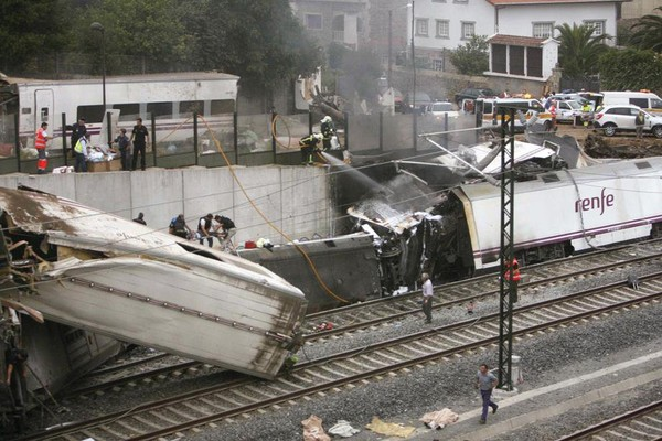Au moins 77 morts et 143 blessés dans le déraillement d'un train en Espagne