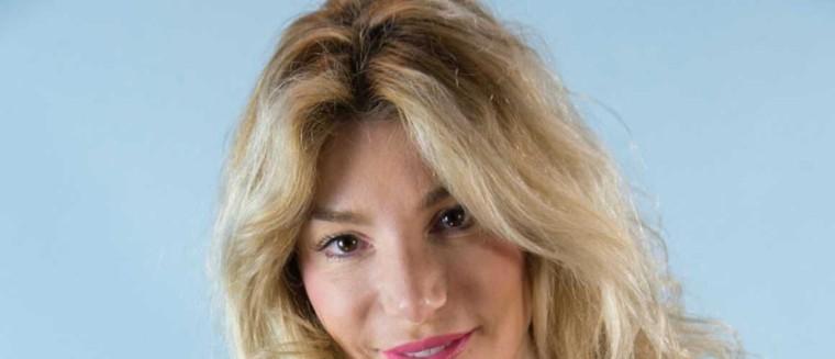 """Lola Marois explique pourquoi elle a une dent contre Karine Le Marchand : """"Elle m'a regardé de haut"""" - actu - Télé 2 semaines"""