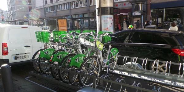Le vélo à Strasbourg, Bordeaux et Lyon : six graphiques pour comparer