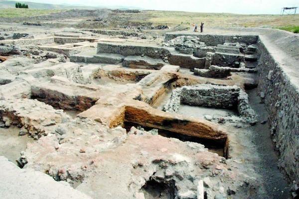 Anatolie : des tablettes vieilles de 4 000 ans sur les droits des femmes - Aujourd'hui la Turquie