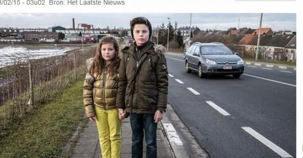 03-02-2015 - Aartselaar - Un chauffeur de Bus de De Lijn met une pe...