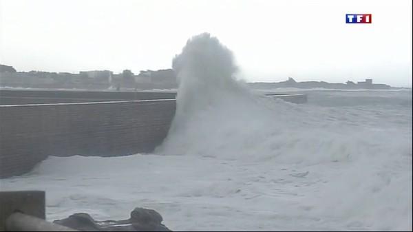 Le journal de 20h - Tempête Christine : des vagues hautes de 8 mètres à Quiberon