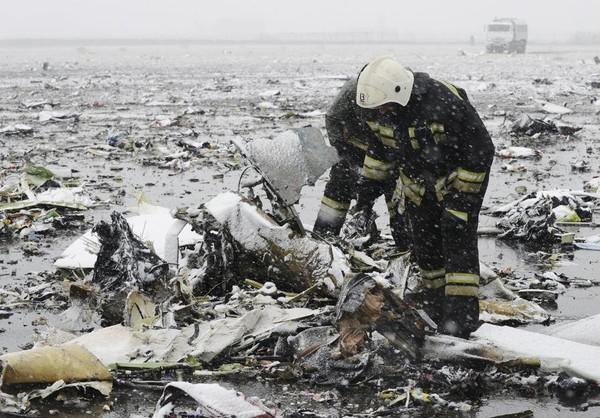 EN IMAGES. Crash en Russie : le Boeing de Flydubai s'est désintégré