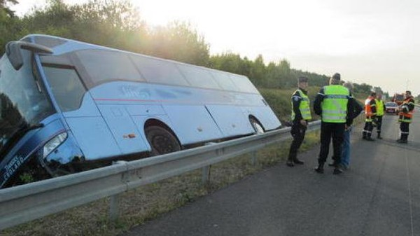 Accident. Un car de tourisme se renverse à Romorantin: 2 morts