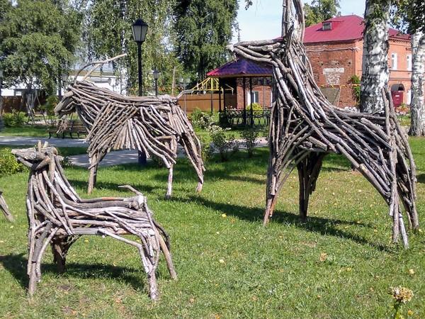 Фигуры животных из дерева. Музей-усадьба Петра Ильича Чайковского