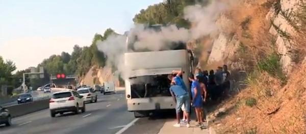 Quand un car de supporters de l'OM tombe en panne sur l'autoroute !