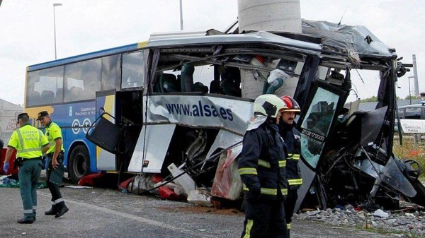 Espagne: un bus s'encastre dans une pile de pont, 5 morts