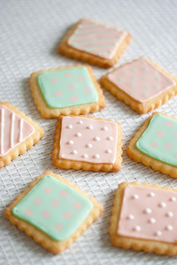 Petits Biscuits Pastels {glaçage royal} | Lilie Bakery